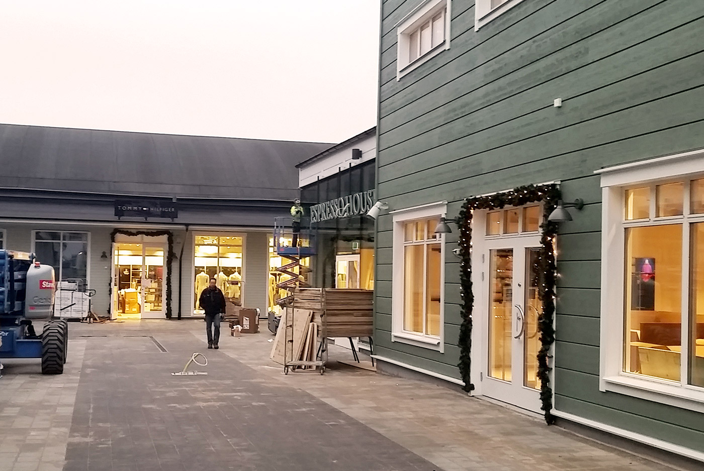 Heving & Hägglund - Byggprojekt - Stockholm Quality Outlet